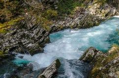 Paisagem do outono da natureza Cachoeira em Soteska Vintgar Eslovênia Fotografia de Stock Royalty Free