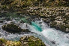 Paisagem do outono da natureza Cachoeira em Soteska Vintgar Eslovênia Foto de Stock