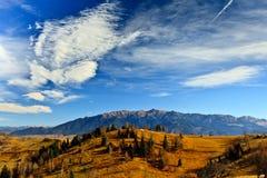 Paisagem do outono - montanhas de Bucegi, Romania fotos de stock