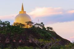 Paisagem do pagode dourado em Phu Lanka, Tailândia. Imagem de Stock Royalty Free