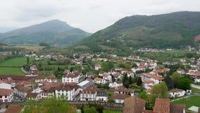 Paisagem do Pays Basque, Saint Jean Pied de Port no sul de França video estoque