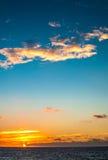 Paisagem do por do sol no mar Imagens de Stock Royalty Free