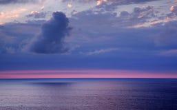 Paisagem do por do sol de Oceano Atlântico, costa cantábrica imagens de stock
