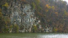 Paisagem do rio da montanha fotos de stock