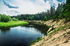 Paisagem do rio de fluxo foto de stock royalty free