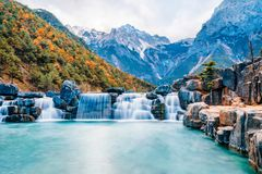 Paisagem do vale da lua azul em Jade Dragon Snow Mountain, Lijiang, Yunnan, China foto de stock royalty free