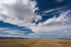 Paisagem do vale e das montanhas em Sibéria Imagens de Stock