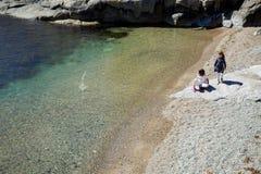 Paisagem do verão de Serene Scandinavian na costa sul de Noruega imagens de stock royalty free