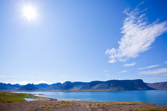 Paisagem do verão nos fjords de Islândia Fotos de Stock