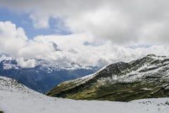 Paisagem dos cumes das montanhas fotografia de stock royalty free