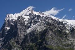 Paisagem dos cumes das montanhas da neve imagem de stock royalty free