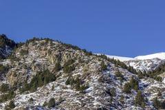 Paisagem dos pyrenes do inverno perto da vila de Canillo andorra Imagem de Stock