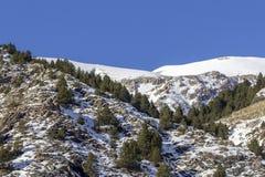 Paisagem dos pyrenes do inverno perto da vila de Canillo andorra Fotografia de Stock Royalty Free