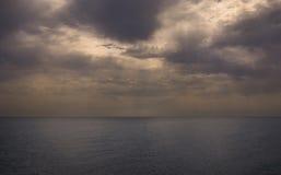 Paisagem dramática do oceano imagem de stock