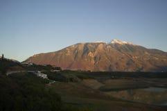 Paisagem e casas da montanha perto de Prizren, Kosovo fotos de stock royalty free