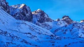 Paisagem em montanhas rochosas, Tatras alto do inverno, Eslováquia Imagens de Stock Royalty Free