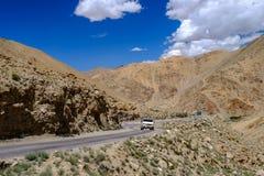 Paisagem em torno do Tso de Pangong Pangong do lago em Ladakh, Indi Imagem de Stock Royalty Free