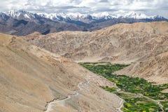 Paisagem em torno do Tso de Pangong Pangong do lago em Ladakh, Indi Fotografia de Stock