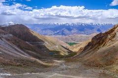 Paisagem em torno do Tso de Pangong Pangong do lago em Ladakh, Indi foto de stock