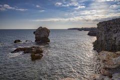 Paisagem espetacular em penhascos do litoral fotografia de stock