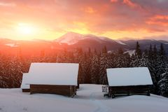 Paisagem fantástica com casa nevado Imagens de Stock Royalty Free