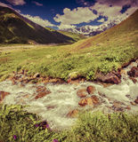 Paisagem fantástica com um rio nas montanhas Imagens de Stock