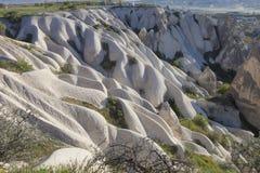 Paisagem fantástica de Cappadocia em Turquia, formações de rocha incríveis imagem de stock royalty free