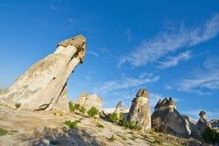 Paisagem feericamente da chaminé de Cappadocia, curso Turquia imagem de stock