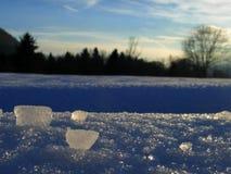 A paisagem fresca do inverno da tarde, com gelo remenda Foto de Stock Royalty Free