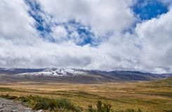 Paisagem fria em Sibéria, o início do outono do inverno O Ukok Foto de Stock