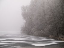 Paisagem gelado do lago cinzento-branca Imagens de Stock