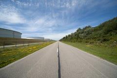 Paisagem holandesa com estrada Imagens de Stock Royalty Free