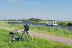 Paisagem holandesa típica com rio Fotos de Stock