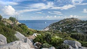 A paisagem idílico da baía do mar Fotos de Stock