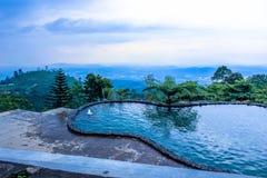 Paisagem idílico do verão com o lago claro da montanha no semarang Fotografia de Stock