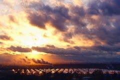 Paisagem industrial no por do sol dramático fotografia de stock royalty free