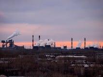 A paisagem industrial plantas fotografia de stock