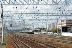 Paisagem industrial urbana e muita estrada de ferro t fotos de stock royalty free
