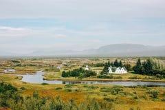 Paisagem islandêsa, casas de campo e vida rural Fotografia de Stock