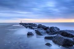 Paisagem litoral da hora azul fotografia de stock