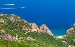 Paisagem litoral da ilha de Córsega Praia pequena foto de stock royalty free