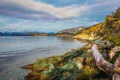 Paisagem litoral de Tierra del Fuego National Park, Patagonia de turquesa maravilhosa, Argentina, outono imagem de stock