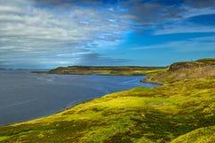 Paisagem litoral pitoresca perto de Uig na ilha da paisagem litoral de Skye In ScotlandPicturesque perto de Uig na ilha de Skye I imagens de stock royalty free