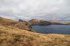 A paisagem marciana bonita e incomum da fuga popular trekking, caminhar e andar na ilha de Madeira - a maioria de eas fotografia de stock royalty free
