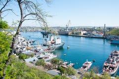 Paisagem marinha da cidade da vista bonita sevastopol O Mar Negro Por foto de stock royalty free