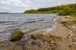 Paisagem na costa do lago Imagens de Stock