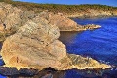 Paisagem na costa rochosa Foto de Stock