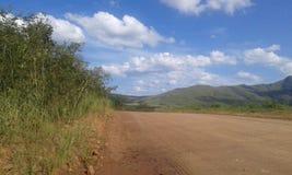 paisagem natural bonita, país de viagem da estrada do carro da exploração agrícola imagens de stock royalty free