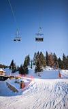 Paisagem nevado da cadeira do elevador de esqui do inverno Imagem de Stock Royalty Free