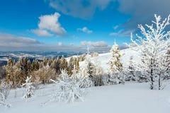 Paisagem nevado da montanha do inverno Fotos de Stock Royalty Free